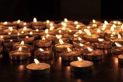 Горящие мемориальные свечки Стоковая Фотография