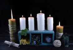 Горящие свечи с объектами 2 волшебства Стоковая Фотография RF