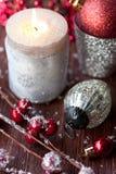 Горящие свечка рождества и украшения рождества Стоковое Фото