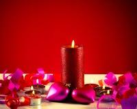 горящие свечки игрушек 2 сердца форменных Стоковое Изображение RF