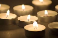 горящие свечки темные Стоковое Фото