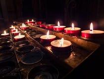 горящие свечки темные Стоковые Изображения RF