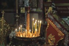 горящие свечки церков dof отмелой Стоковые Фото