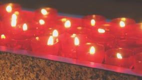 горящие свечки сток-видео