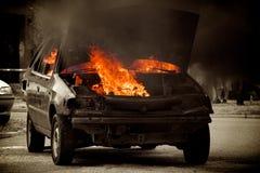 горящий автомобиль Стоковые Изображения