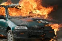 горящий автомобиль стоковая фотография