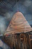 Горящий ладан в виске Стоковые Фотографии RF