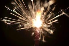 Горящий бенгальский огонь изолированный на черной предпосылке Стоковое Изображение RF