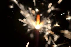 Горящий бенгальский огонь изолированный на черной предпосылке Стоковые Фотографии RF