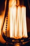 Горящий взгляд макроса электрической лампочки Стоковые Фотографии RF