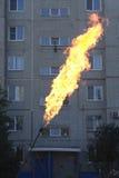 Горящий газ перед зданием Стоковые Фото