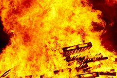 горящий пожар костры Пожаротушение и зажигание пламени предупреждение стоковые изображения rf