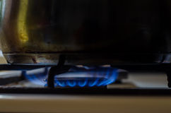 Горящий природный газ, подогреватель кухни Стоковые Фотографии RF
