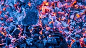 Горящий уголь как предпосылка текстура Стоковое фото RF