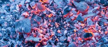 Горящий уголь как предпосылка текстура Стоковая Фотография RF