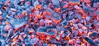 Горящий уголь как предпосылка текстура Стоковое Фото