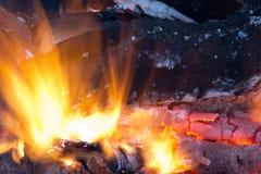 Горящий уголь на заднем плане Стоковое фото RF