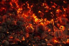 Горящий уголь на заднем плане Стоковое Изображение