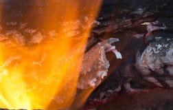Горящий уголь на заднем плане Стоковая Фотография RF