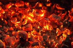 Горящий уголь на заднем плане Стоковые Фотографии RF