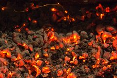 Горящий уголь на заднем плане Стоковые Изображения
