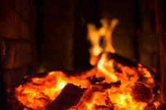Горящий уголь в гриле Стоковые Фото