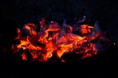 Горящий уголь в темноте Стоковое фото RF