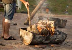 Горящий уголь от древесины в боилере барбекю Стоковая Фотография
