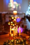 5 горящих свечей в канделябры Стоковые Изображения