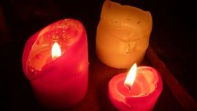 3 горящих свечи в темноте Стоковое Фото