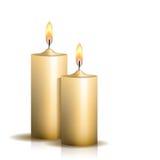 2 горящих свечи на белой предпосылке Стоковые Фотографии RF