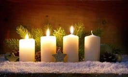 3 горящих свечи пришествия и украшения рождества Стоковые Фотографии RF