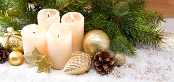 4 горящих свечи пришествия и украшения рождества Стоковое Изображение RF