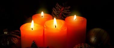 4 горящих свечи пришествия Стоковые Изображения