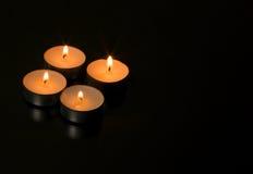 4 горящих свечи с отражением Стоковые Изображения RF