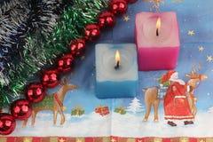 2 горящих свечи с украшением Нового Года Стоковое Фото