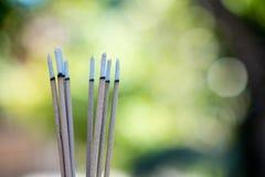 горя выбитые ручки и дым от горения и smok ладана Стоковая Фотография RF