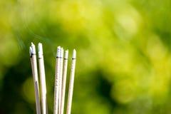 горя выбитые ручки и дым от горения и smok ладана Стоковые Фотографии RF