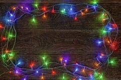 Горя гирлянда СИД на темной деревянной предпосылке Подготовка для Стоковая Фотография