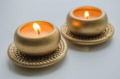 2 горя декоративных свечи в цвете золота Стоковое Фото