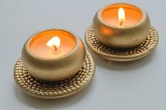 2 горя декоративных свечи в цвете золота Стоковое фото RF