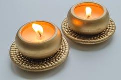 2 горя декоративных свечи в цвете золота Стоковое Изображение