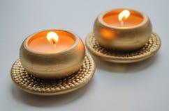 2 горя декоративных свечи в цвете золота Стоковое Изображение RF