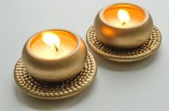 2 горя декоративных свечи в цвете золота Стоковая Фотография