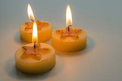 3 горя декоративных свечи с картиной звезды Стоковая Фотография RF