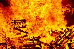 Горя огонь Костер Пожаротушение и зажигание пламени Предупреждение стоковое изображение rf