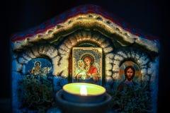 Горя свеча около значка стоковые фото