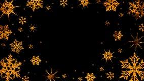 Горя снежинки поворачивают и формируют круг на прозрачной предпосылке сток-видео