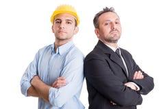 Гордые инженер и бизнесмен спина к спине Стоковое Фото