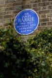 Господин Джеймс Barrie Голуб Металлическая пластинка в Лондоне стоковые изображения rf